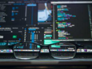 Informatique complexe derrière des lunettes