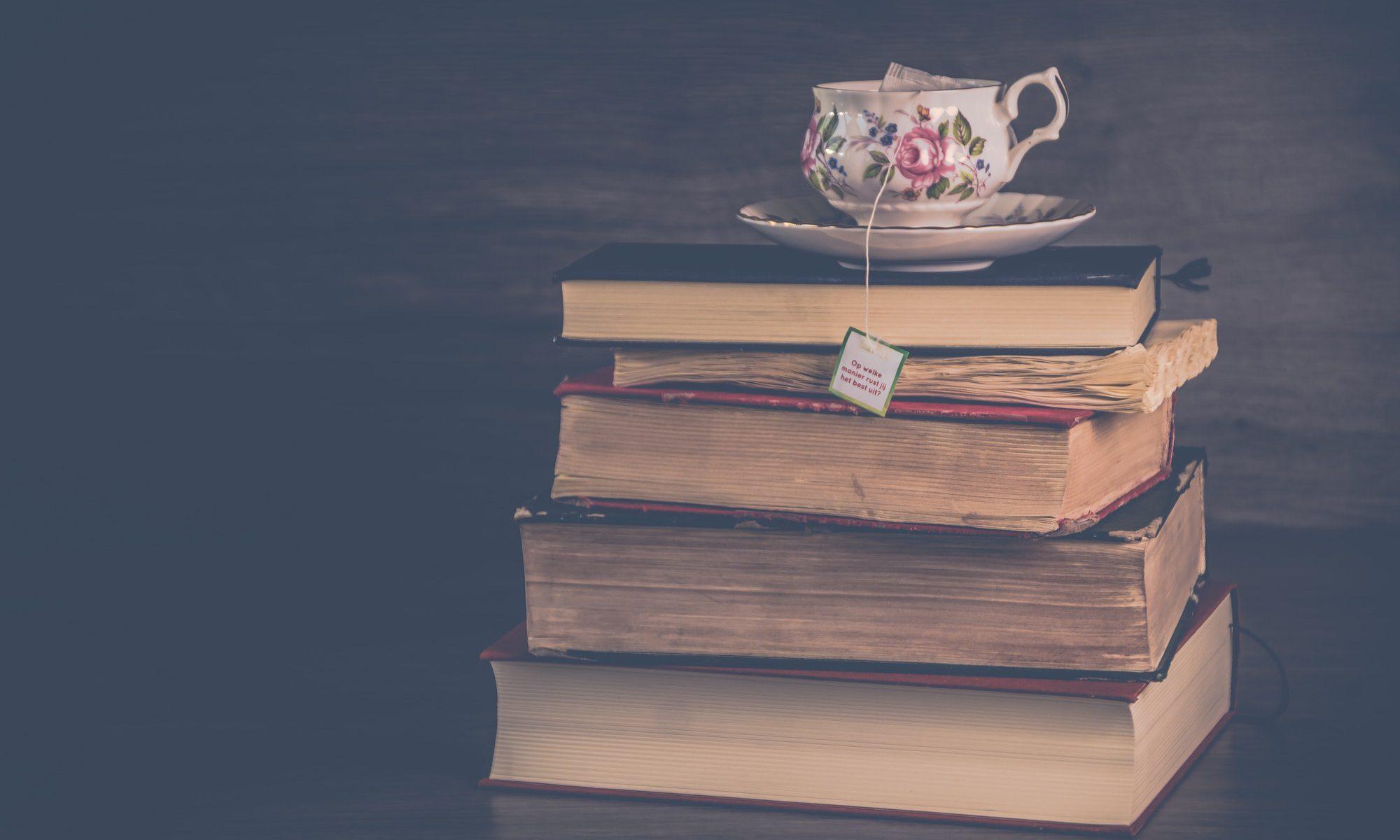 Livres et tasse de thé